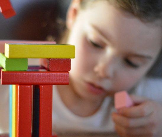 L'importance de la lecture et des activités manuelles pour les enfants